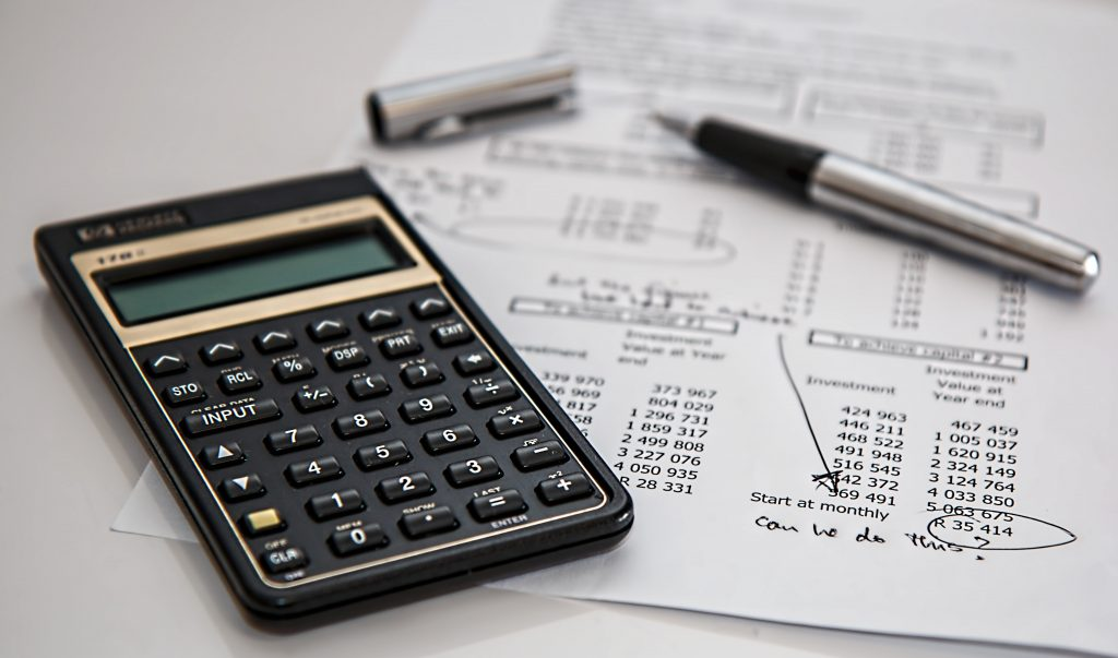 a 2021 guide on the difference between accounting software and erp software